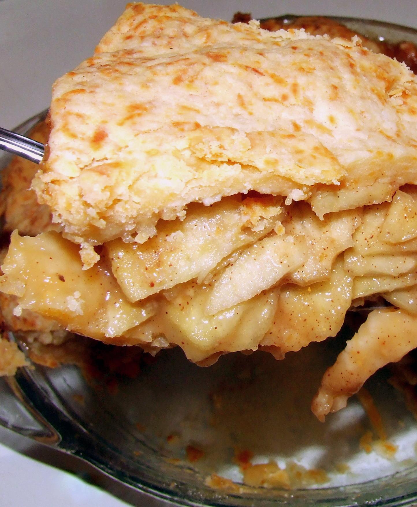 Cheddar beer crust apple pie craftbeer beerific apple pie with rustic cheddar beer crust forumfinder Gallery