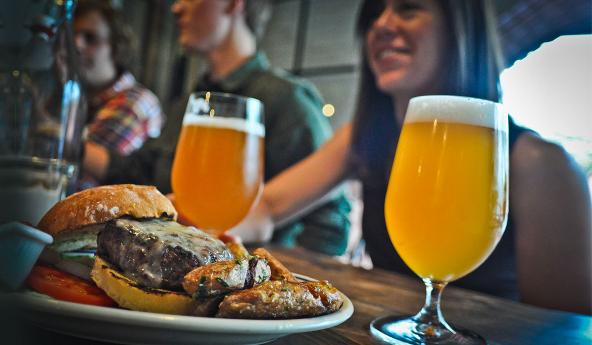 Guide: How to Pair Beers and Burgers for Summer