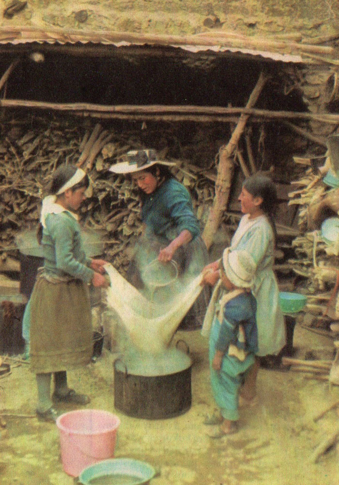 Photo shows women making Chicha beer. (Public Domain)
